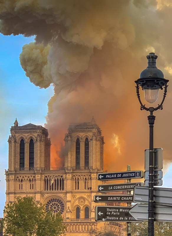 1200px-Notre_Dame_on_fire_15042019-1_(cropped)